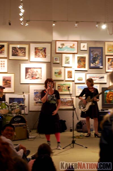 Tiger Beat at Books Of Wonder (Libba Bray on the mic)
